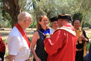 La médaille des confréries pour Muriel Mayette